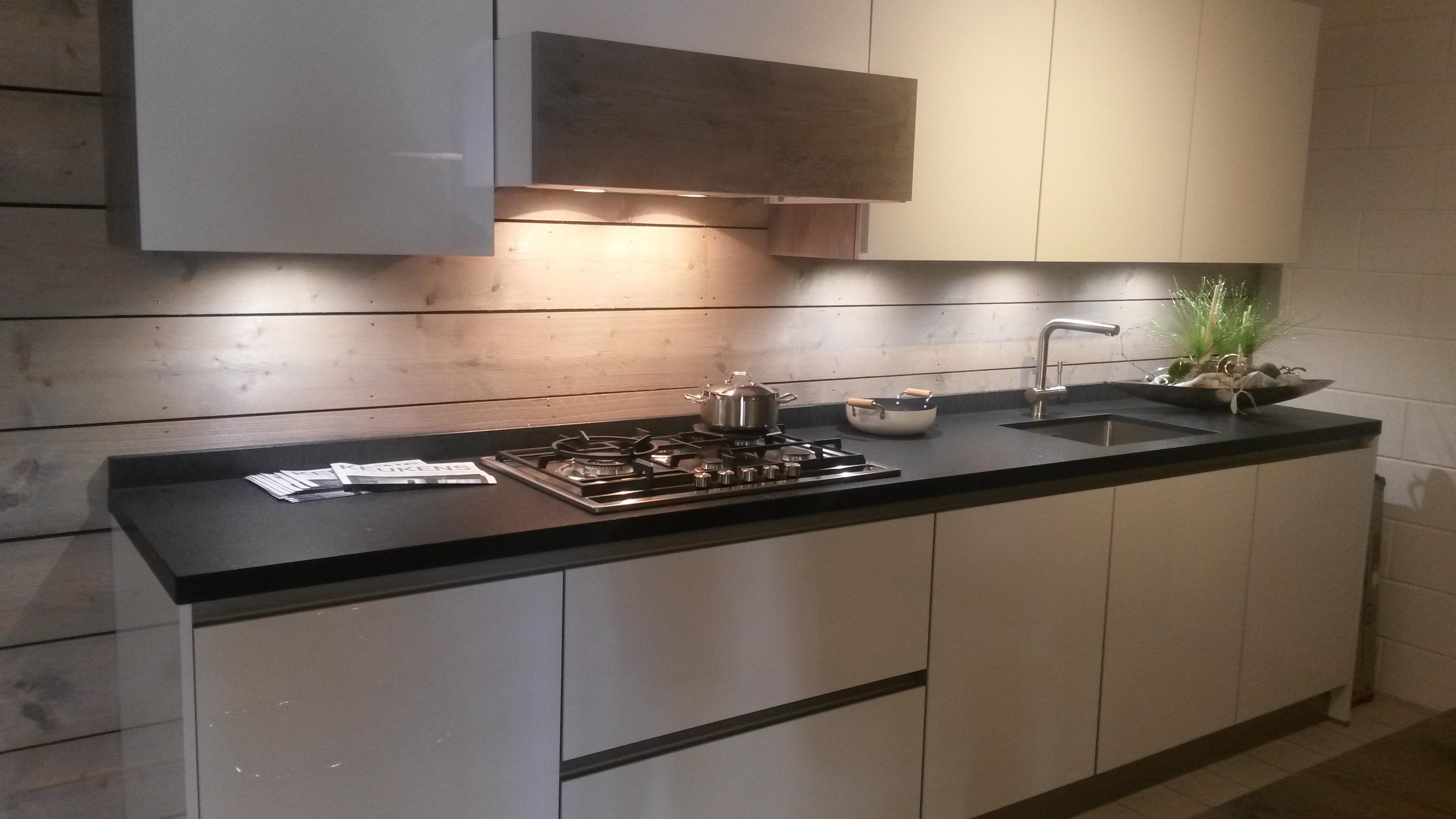 Moderne Greeploze Keuken : Kroonkeukens leverancier van kwaliteitskeukens in noord holland